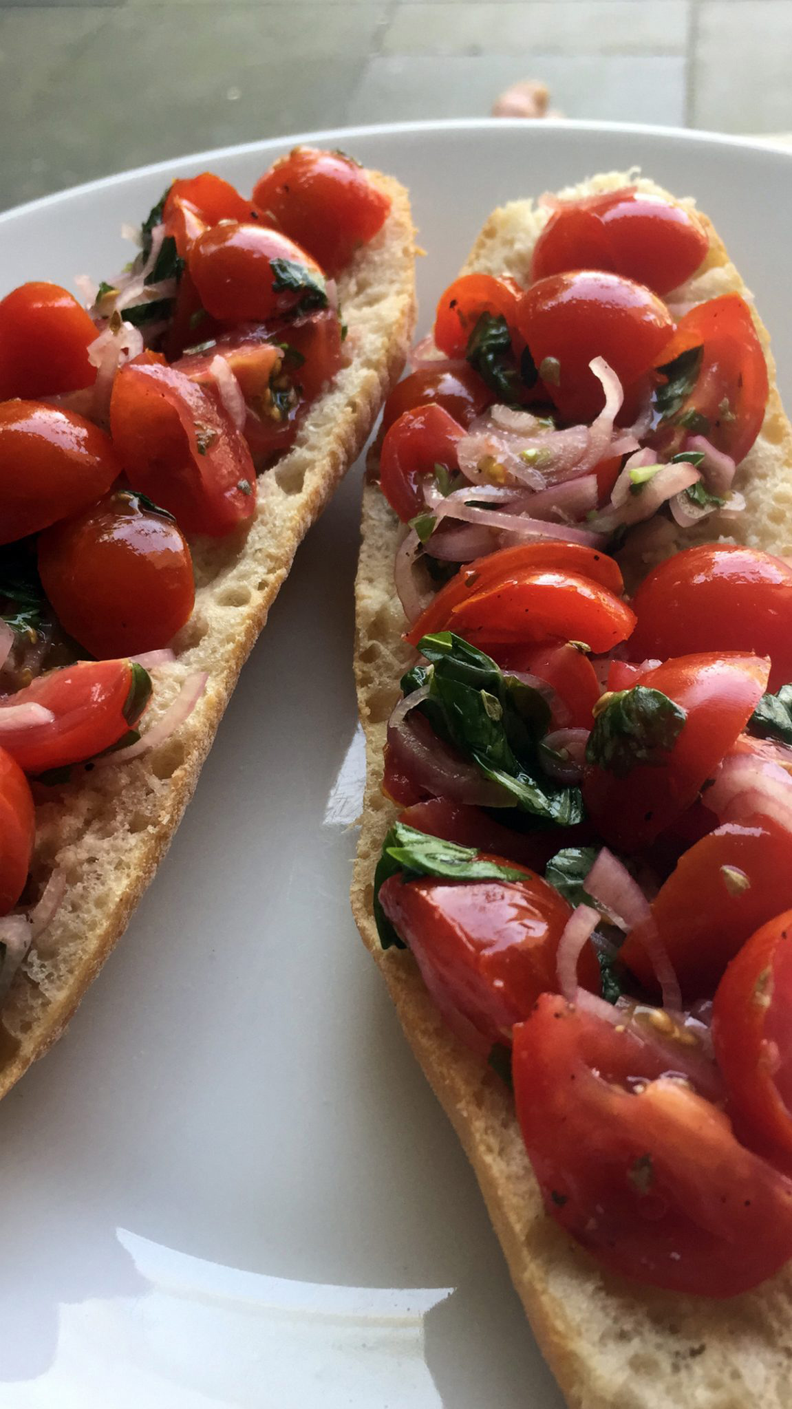 Easy toast met gemarineerde tomaten